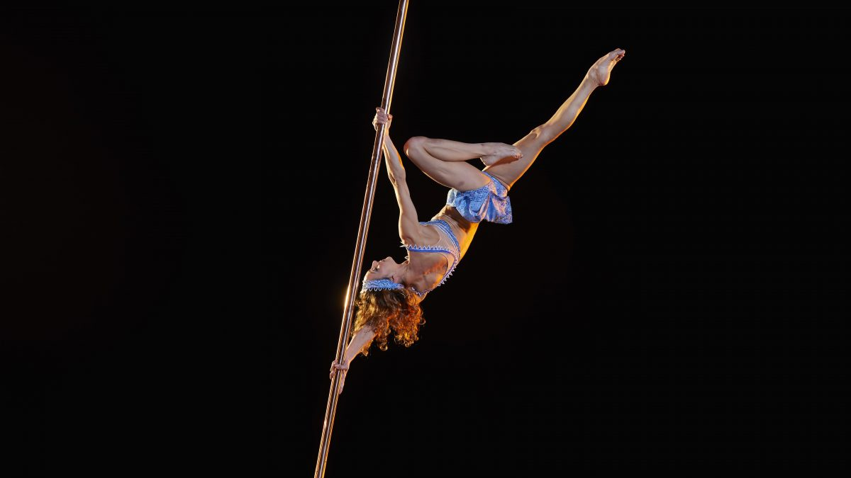 Suspended Pole_Lucas Saporiti Costumes Dominique Lemieux 2015 Cirque du Soleil Photo 5-min